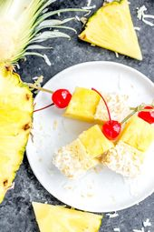 Diese köstlichen Pina Colada Cake Bites sind Spieße aus …   – Gramma's 100th birthday