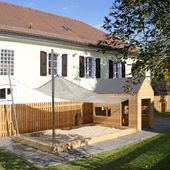 Sandpit with awning and wooden house   – Gartengestaltung Terasse