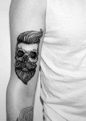 40 diseños de tatuajes pequeños para hombres con significados profundos   – Bart und Frisuren