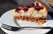 Einfach und köstlich: Käsekuchen mit Kirschen und Keksboden – #einfach #Käsek…