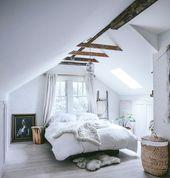 On vous souhaite bon lundi avec nos idées d'aménagement de chambre sous comble…