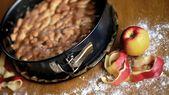 Apfel-Walnuss-Kuchen backen: ein einfaches Rezept