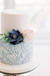 Diese komplizierten floralen Paspeln auf blauem Fondant. | 27 Auffallend schöne Hochzeit …   – Let Them Eat Cake