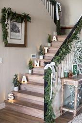 +33 Staircase Christmas Decoration Ideas