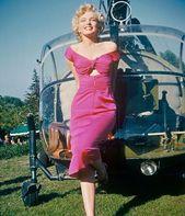 Increíbles fotos en color en 3D capturadas por Marilyn Monroe en rosa fuerte en la …   – Marilyn monroe