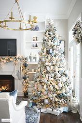 Photo of Elegantes Weihnachts-Wohnzimmer: Soft Blue + Gold – CITRINELIVING