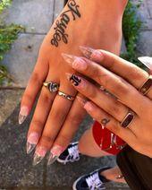 Die Popularität von Stiletto-Nägeln hat in den letzten Jahren unvermindert zugenommen.Best Acry …   – stiletto nail