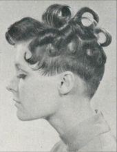 Salon Owner – April 1969. Die haben schon in den 1960er Jahren Damenfrisuren hinten so kurz geschnitten, die Koteletten ganz weg gemacht und oben Lock…