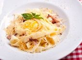 """Pâtes carbonara """"tout italien"""" – Des aliments et des boissons – # boissons #Carbonara #cibo # …   – Pates Recette"""