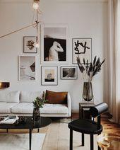 Wunderschöne Galeriewände über dem Sofa
