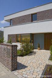 Moderner Neubau mit teilweiser Klinkerfassade, weißem Putz und …   – Klinker Anbau