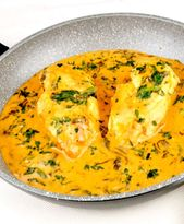 Pollo en salsa cremosa de espinacas   – Essen
