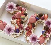 Empanadas decoradas con un número, por ejemplo con fondant o chocolate …   – Kindergeburtstag kuchen ideen
