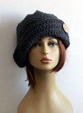 Cloche Hut Womens häkeln Hut Winter der 1920er Jahre Krempe Hut klobige häkeln Wintermütze, Kokosnussknopf, Damen Accessoires, einzigartig, Geschenk für Sie   – Hats