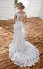 Modernes Schmal Geschnittenes Kleid Aus Spitze Mit Ausschnitten An Der Seite