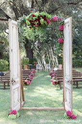 Une porte vers le bonheur #mariage #pretty #wedding #cérémonie #extérieure