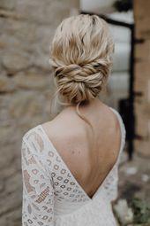 Brautkleid lange Spitzenärmel Rückenausschnitt Boho Hochzeitskleid Vintage Brautfrisur