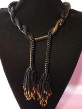 Elegante collar de cuerda con cuentas de ganchillo largo negro y dorado Collar de punto con cuentas Lariat Ideas de regalo para mujer Regalo para mamá Collar de cuentas