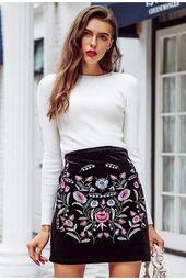 Mini jupe taille haute velours noir broderie florale   – °FRINGUES