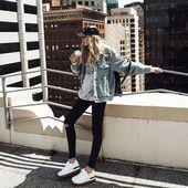 Ich denke, das ist der beste Weg, eine Jeansjacke mit schwarzen Leggings zu mach…