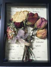 Shadow Box mit einer Rose von jedem Strauß, den ich bekommen habe. Der Hintergrund ist ein c
