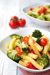 Ein Topf Nudeln mit Brokkoli und Tomaten   – Kochen