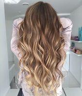 Die schönsten Frisuren und Haarfarben für langes Haar