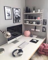 Schreibtisch. Schön, stilvoll, gemütlich. Kombination aus Grau, Pastellrosa un