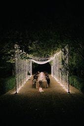 Eine stimmungsvolle Traumhochzeit im Hinterhof für ein Paar mit Zukunftstrend im Palacio Villahermosa