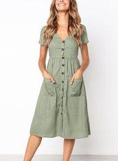 Lässiges Kleid mit V-Ausschnitt und Knöpfen