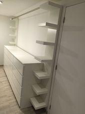 """Ankleidezimmer mit drei Ikea-Möbeln """"malm"""", zwei Ikea-Möbeln """"mangel"""" und einem"""