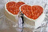 Wenn zwei Herzen füreinander schlagen … Woran könnte das liegen?   – Hochzeitstorte