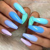 Frische Aquarelle auf langen Sargnägeln • Nagelkünstler: @nailsbymissmarina Folgen Sie ihr für mehr wunderschöne Nail Art Design