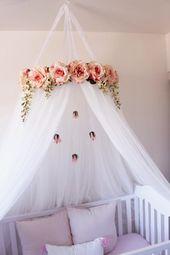 Juliette Baldachin – Serene Floral Pink Flower Krippe oder Bett Baldachin Krone mit Kristallen und Rosen Baby Shower Dekoration oder Geschenk Kinderzimmer Dekor