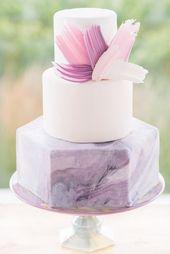 moderne lila und rosa Hochzeitstorte #weddingcake #weddingplanning #weddinginspir …   – Cookies, Cakes, & Platters