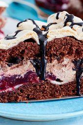 Highlight der Kuchentafel: Schneemousse-Torte mit Kirschen