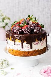 Erdbeer-Stracciatella-Kuchen mit Schokoladenerdbeeren   – Mascarpone