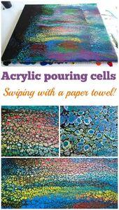Verwenden eines Papiertuchs zum Streichen eines Acrylgemäldes