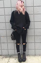 Übergroßer Strickpullover mit schwarzen zerrissenen Hosen und Stiefeln von wildfyyyre – #grung
