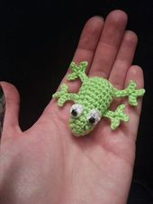Crochet a cute frog with this guide. I'll show you …  – Handarbeiten