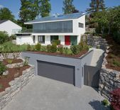 The pent roof, also inclined to the south by 17 ° in parallel with the slope, is …   – Haus&Garten