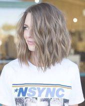 Es gibt viele erstaunliche mittellange Frisuren, aus denen Sie auswählen können, um Ihr Haar unglaublich aussehen zu lassen. Schauen Sie sich diese fantastischen Frisuren an, die ...