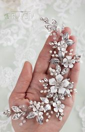 Dazzling Spring Wedding Hair Adornments also Ideal for Rustic and Vintage Bridal Styles #topgraciawedding #spring #wedding #hair #rusti