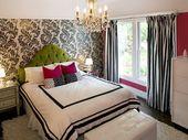 Könnte bekommen, Zebra Vorhänge, Schwarz-Weiß-Tapeten an einer Wand und weiß auf o …   – Bedroom makeover
