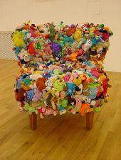 12 einzigartige Stühle, die mit verschiedenen Objekten hergestellt wurden …
