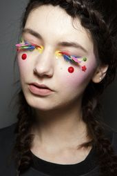 Manish Arora Herbst 2014. votetrends.com / … #makeup #beauty #runway #backstage   – fashion