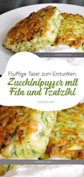 Fluffige Taler zum Eintunken: Zucchinipuffer mit Feta und Tzatziki