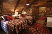 Three beautifully restored 1800's log cabin va… …