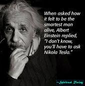 """Auf die Frage, wie es sich anfühlt, der klügste Mann zu sein, antwortete Albert Einstein: """"Ich …"""