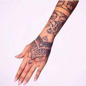 Kennzeichnen Sie jemanden, der sich von Ihnen inspirieren lässt 💐. . . . . . . . . . #tattooidea …
